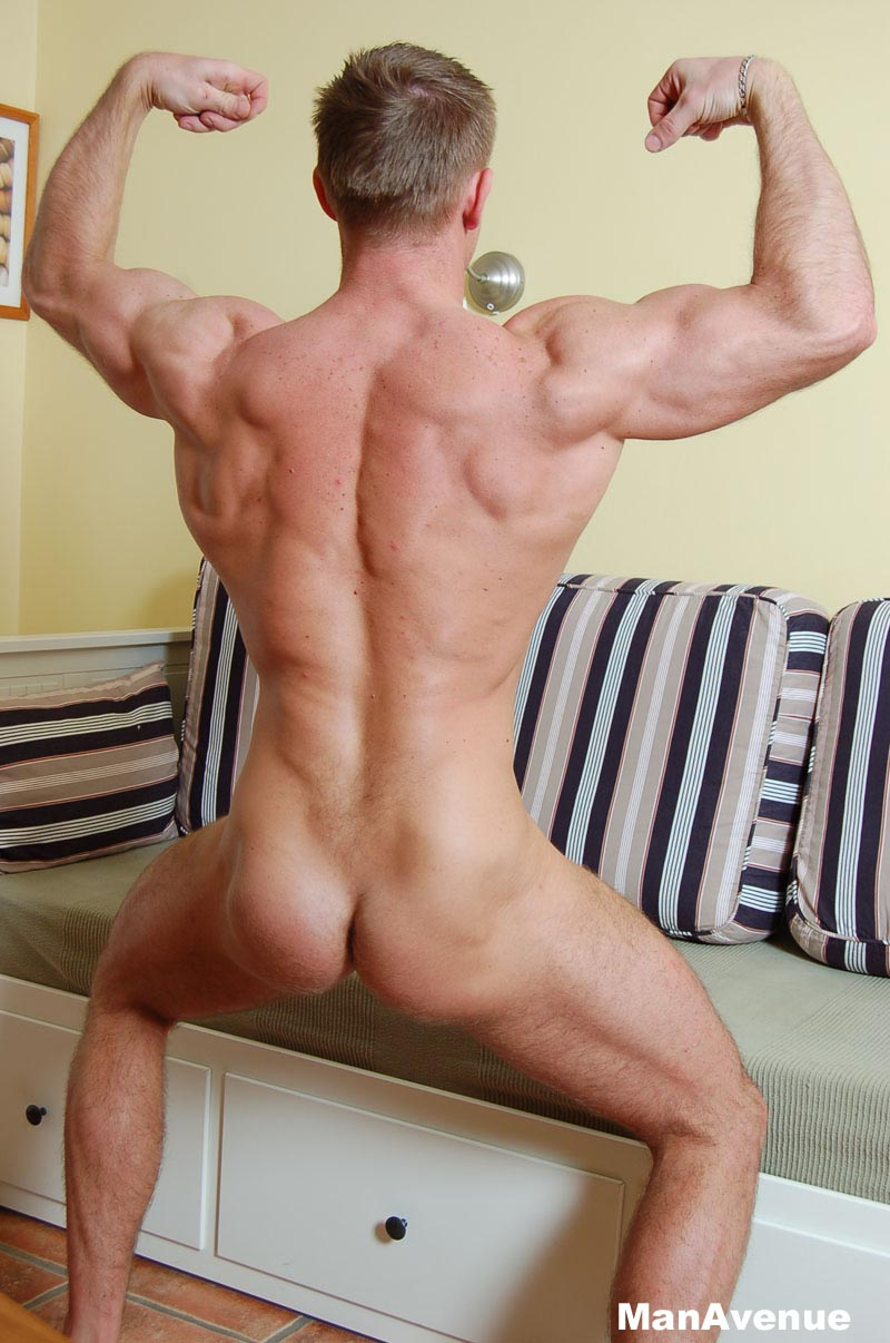 Muscle Hunk Jacking Himself Off