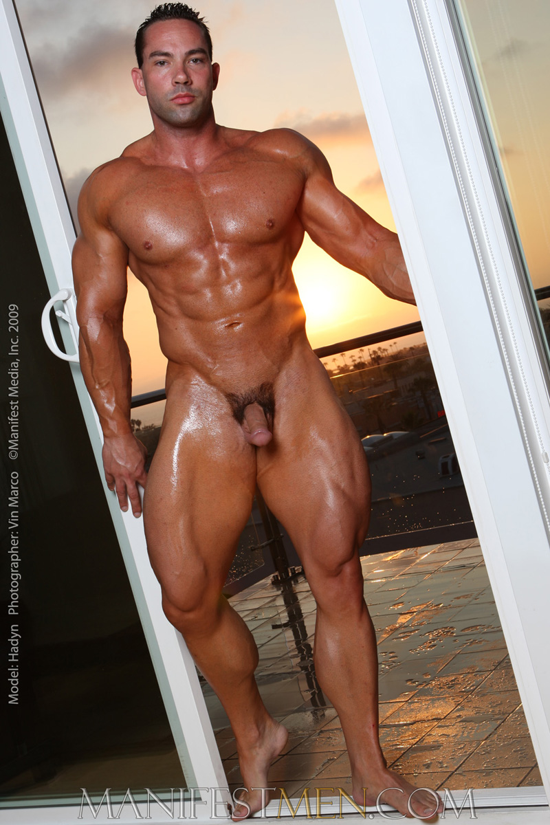 from Trace gay muscular male bodies